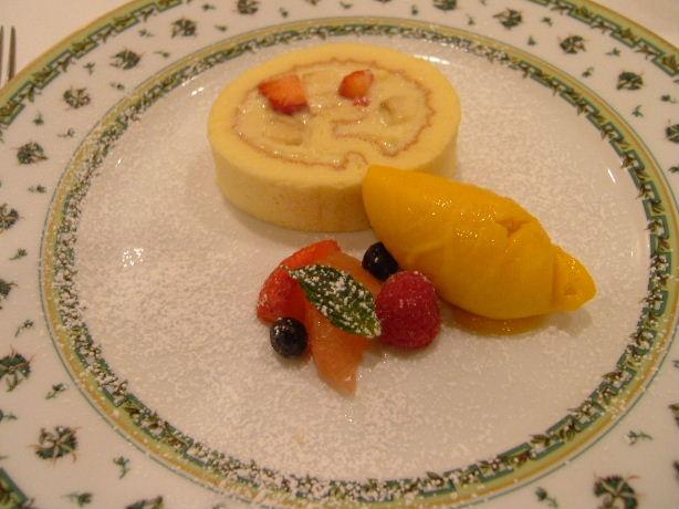 8.本日のデザート ロールケーキ、マンゴーアイス.JPG