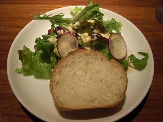 サラダ、パン.jpg