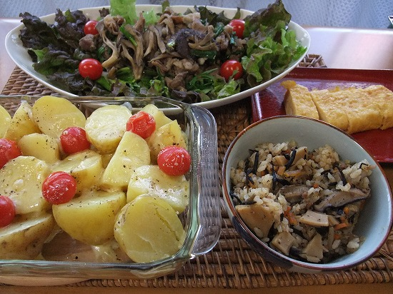 タケノコご飯、ジャガイモのグリル.jpg