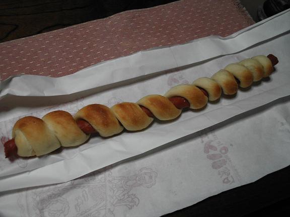 辛口ウィンナーのロングパン.JPG