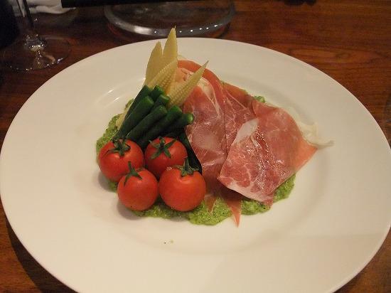 ②イタリア産生ハムと季節野菜のサラダ ブロッコリーのピューレソース.jpg